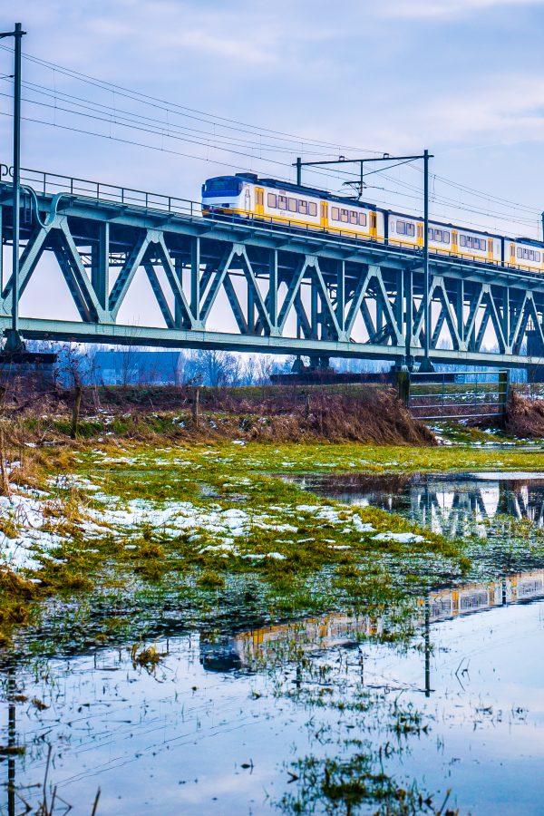 Spoorbrug op canvas